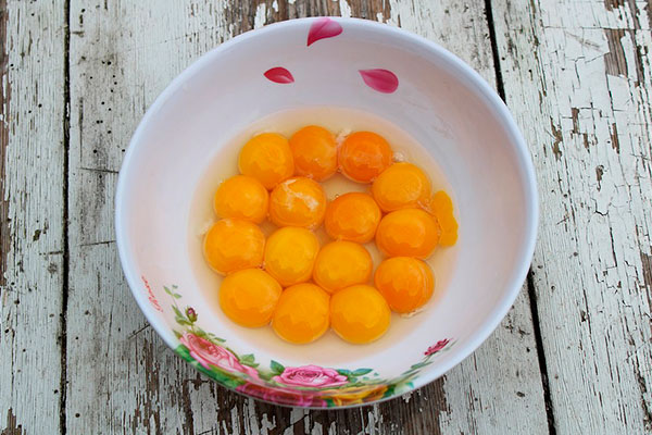Quail and chicken egg yolks